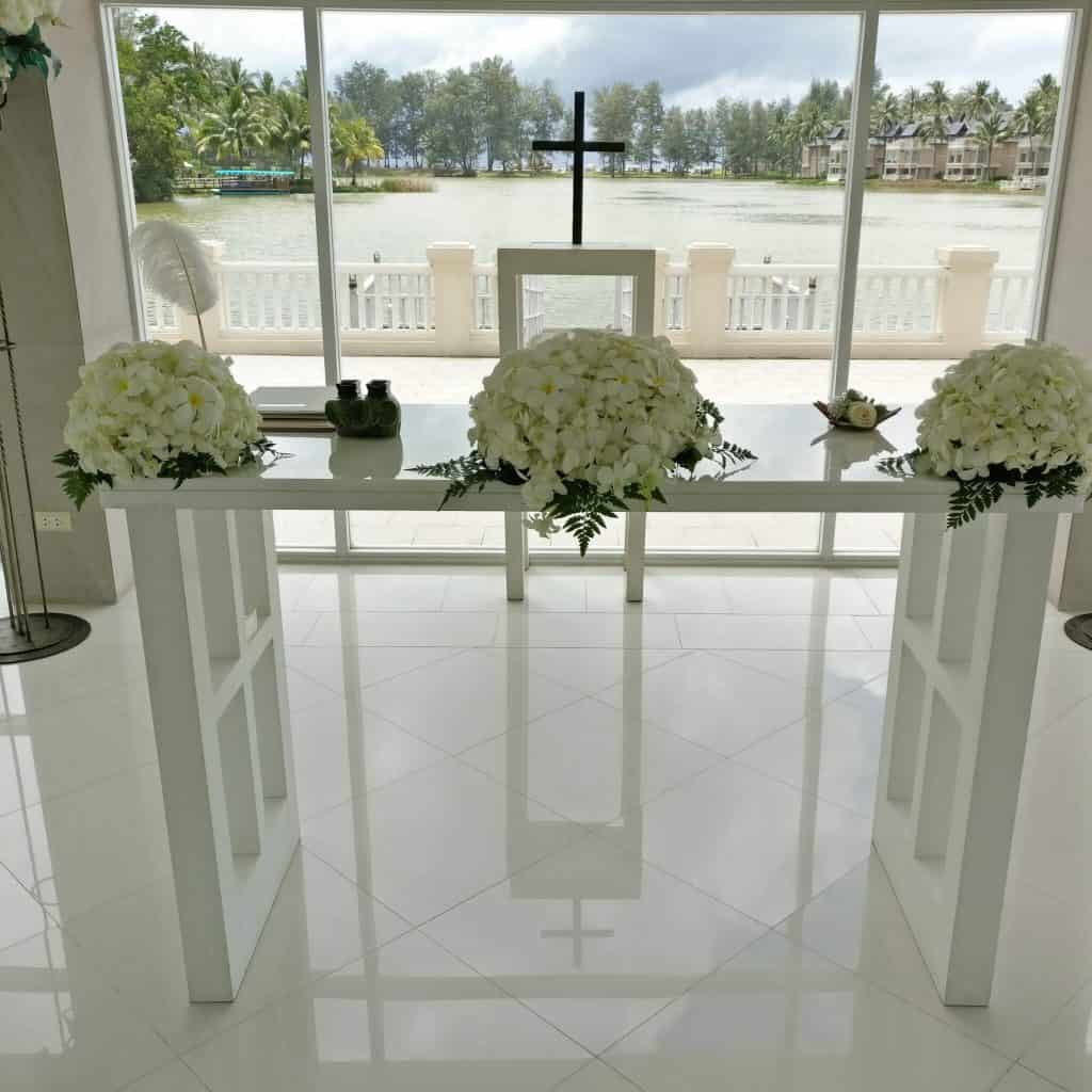 Phuket-laguna-chapel-wedding-flowers-13